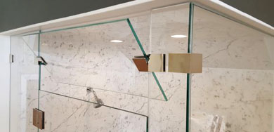 Shower enclosure with tilted glass